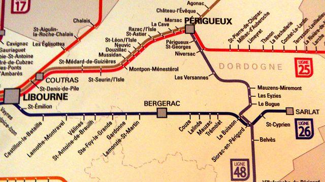 Les petites lignes locales desservent de nombreuses communes du département