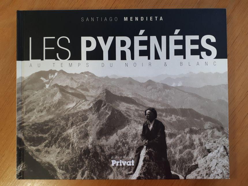 Livre Les Pyrénées au temps du noir & blanc de Santiago Mendieta aux éditions Privat