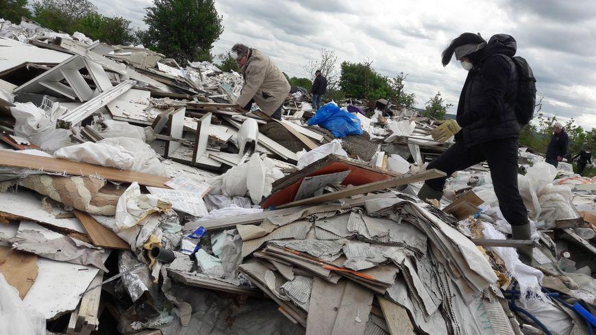 """Une dizaine de riverains a participé à une opération """"Investigation"""" ce samedi à Carrières-sous-Poissy"""