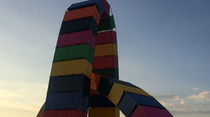 La catène de conteneurs de Ganivet, une oeuvre de 2017 qui est devenue un symbole de la ville du Havre.