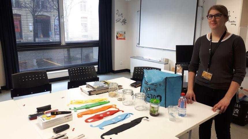 Aurore Soyer, malvoyante, a tenu à organiser ces ateliers d'immersion pour sensibiliser le public aux difficultés rencontrées par les déficients visuels.