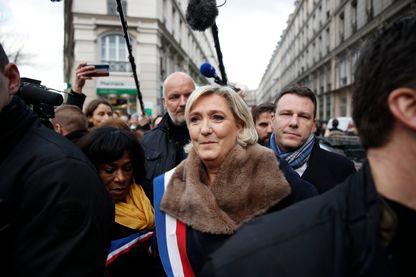 Marine Le Pen est l'invité de Questions politiques