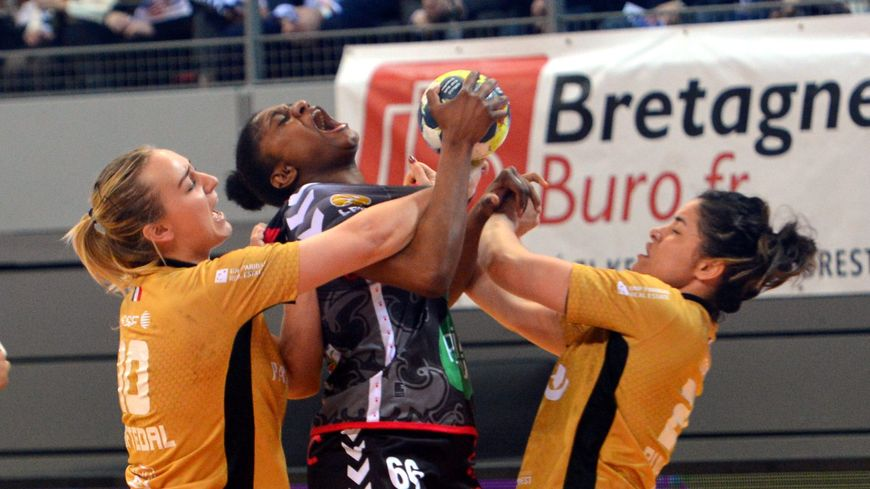L'arrière droite de 23 ans, Lindsay Burlet, débarque de Brest après une saison en Bretagne.