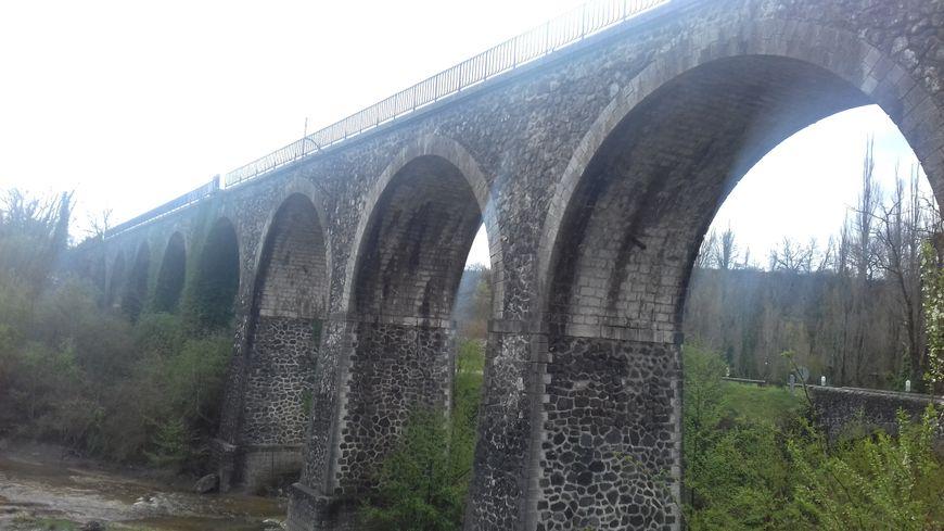 Le viaduc de la Claduègne sur la ligne entre saint-Jean-le-Centenier et Montfleury