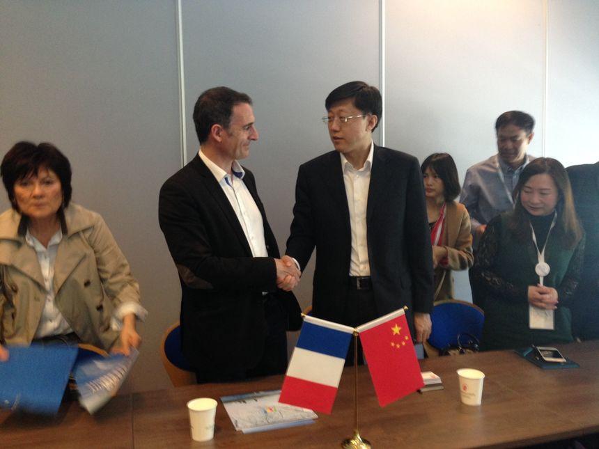 Le maire de Grenoble, Éric Piolle, et le maire de Jilin, Fei Liu, au Mountain Planet