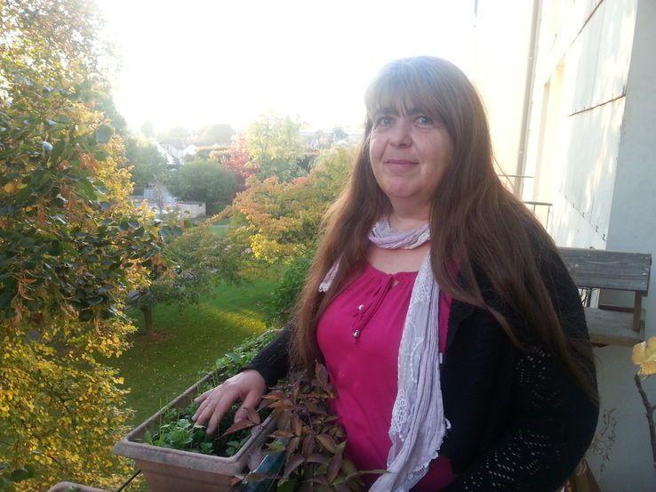 Sylvie sur son balcon