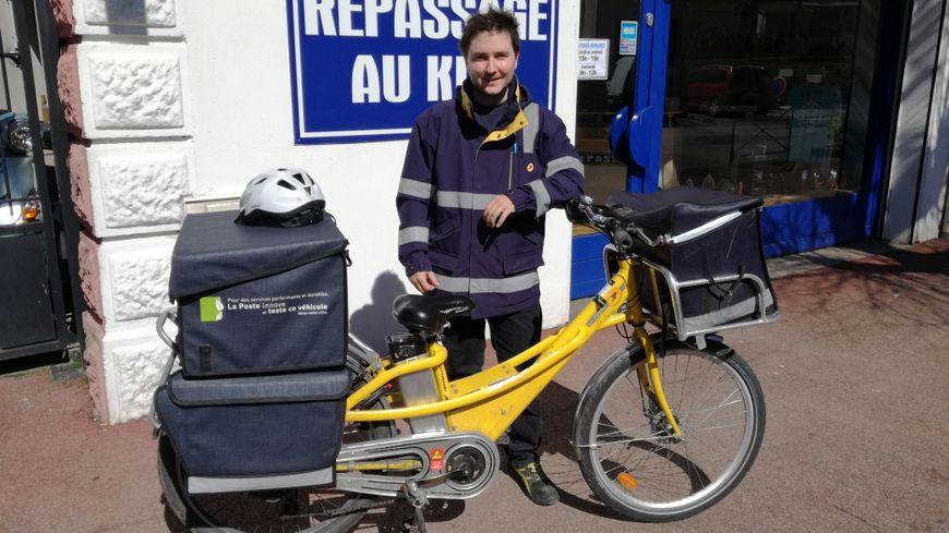 Facteur à bicyclette : Guillaume Chapperon