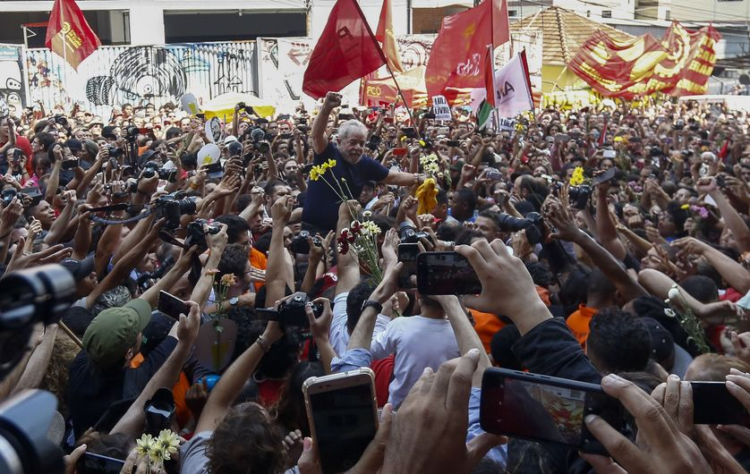 L'ancien président brésilien Luiz Inacio Lula da Silva reste très populaire au Brésil malgré son inculpation pour corruption