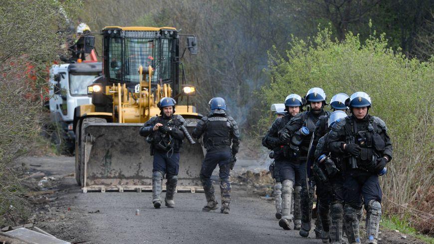 Les gendarmes mobiles,au huitième jour de l'opération sur la ZAD de Notre-Dame-des-Landes