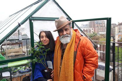 Cyril Aouizerate et Julie qui gère sa serre sur le toit de l'hôtel
