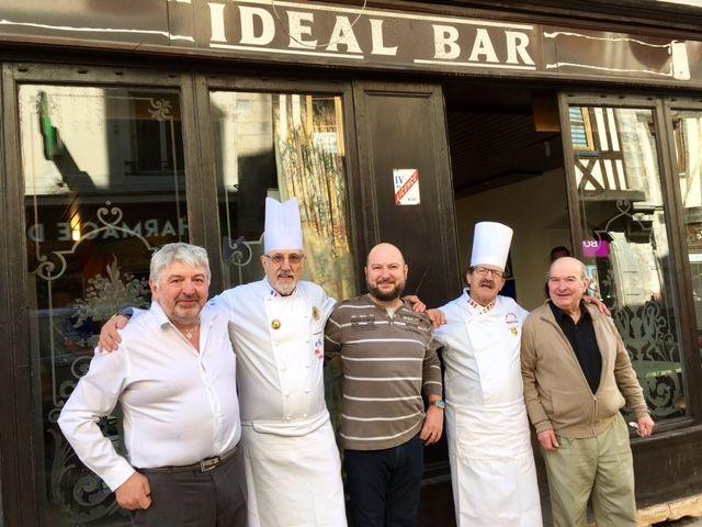 Dominique Bruillot, Daniel et Tonio (de l'Idéal Bar) aux côtés de Michel Grobon et Mikaël Azouz