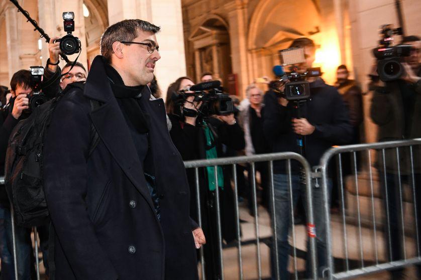 Julien Coupat, l'un des huit prévenus jugés dans l'affaire de Tarnac, arrivant au tribunal correctionnel de Paris, le 13 mars 2018.