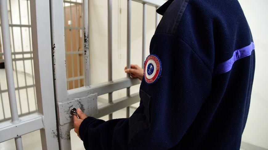 Un meurtrier présumé libéré pour une erreur de date à Lyon.