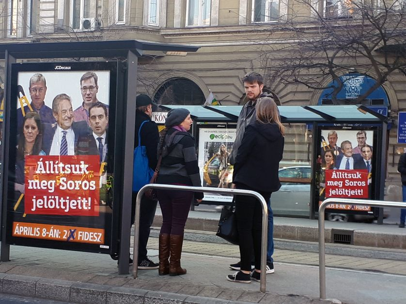 Le parti au pouvoir en Hongrie, le Fidesz du Premier ministre Viktor Orban, a couvert la ville d'affiches anti Soros