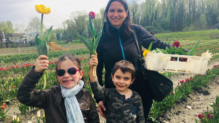 Anabelle et ses enfants Margot et Pablo sont déjà allé faire leur bouquet