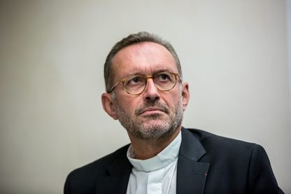 Mgr Olivier Ribadeau Dumas lors de la conférence de presse a la Maison des évêques de France en 2016
