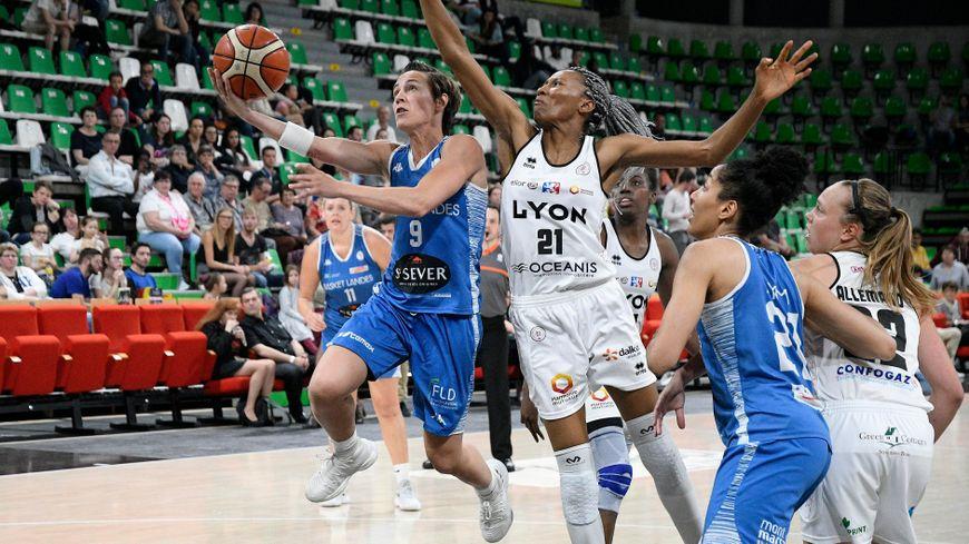 Malgré les 13 points de Céline Dumerc, Basket Landes a perdu le match retour, samedi, à Lyon. Le collectif de Basket Landes devra ajuster son niveau à celui de sa meneuse pour espérer se qualifier.