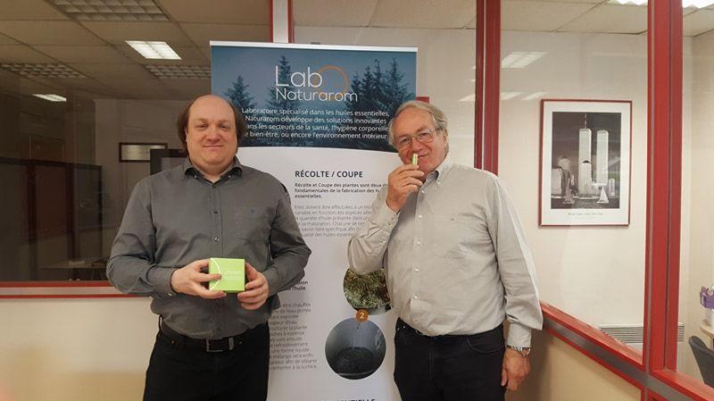 """Mathieu et Michel Dutheil, gérants du laboratoire familial """"Naturarom"""" à Petit-Quevilly, présentent leur projet """"Olfactlight"""""""