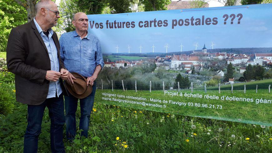 Le maire Dominique Bondivena et son premier adjoint Jean-Jacques Vanhalst sont opposés au projet du futur parc éolien près de leur village.