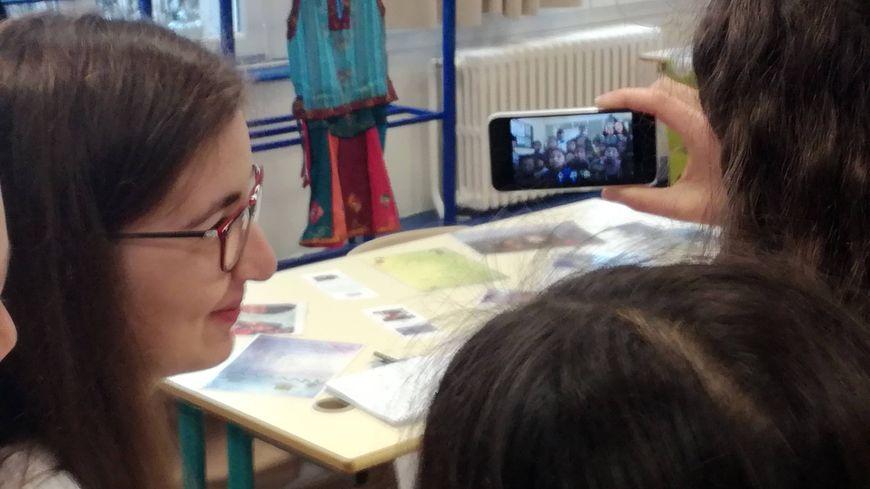 Les collégiens en visio-conférence avec les enfants ouvriers du Népal