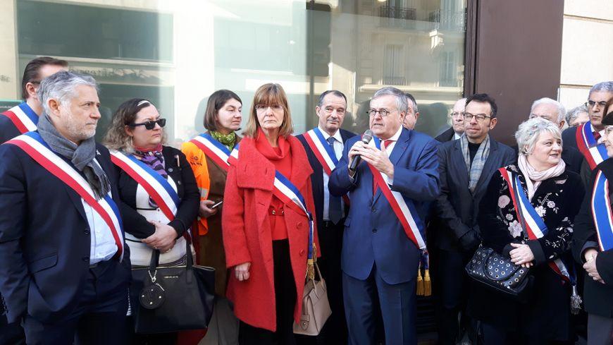 Plusieurs maires de Seine-Saint-Denis sont venus manifester pour l'avancée du projet de T Zen 3
