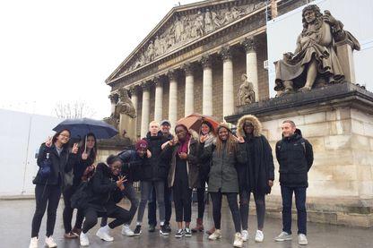 La classe de 3ème du lycée Voillaume a parcouru l'Assemblée nationale toute une journée, et observé avec attention le comportement de ceux qui font la politique française.