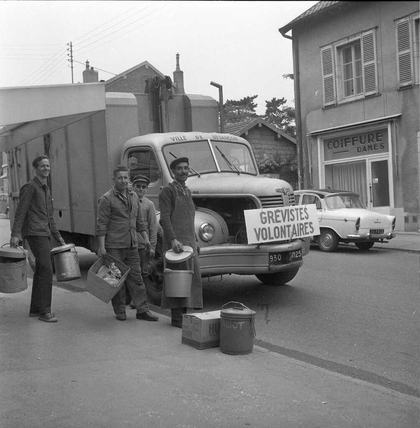Des grévistes pendant mai 68 à Besançon.