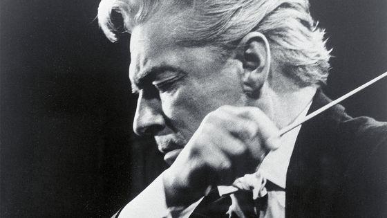 Herbert von Karajan, né le 5 avril 1908 à Salzbourg (Autriche) et mort le 16 juillet 1989 à Anif, non loin de sa ville natale.