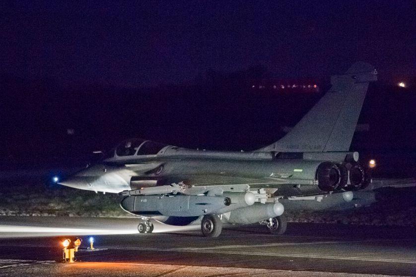 Un avion Rafale français prêt à décoller sur la base de Saint-Dizier