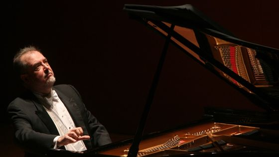Garrick Ohlsson performing all-Chopin program at Alice Tully Hall on Wednesday night, February 3, 2010.(
