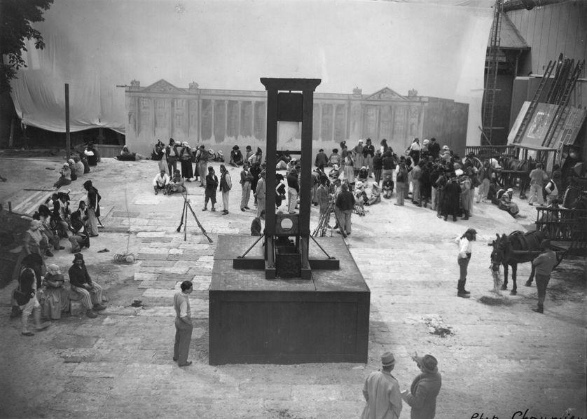L'usage de la guillotine, introduite en France en 1792, perdura jusqu'en 1977 tout en connaissant une accélération sous la terreur.