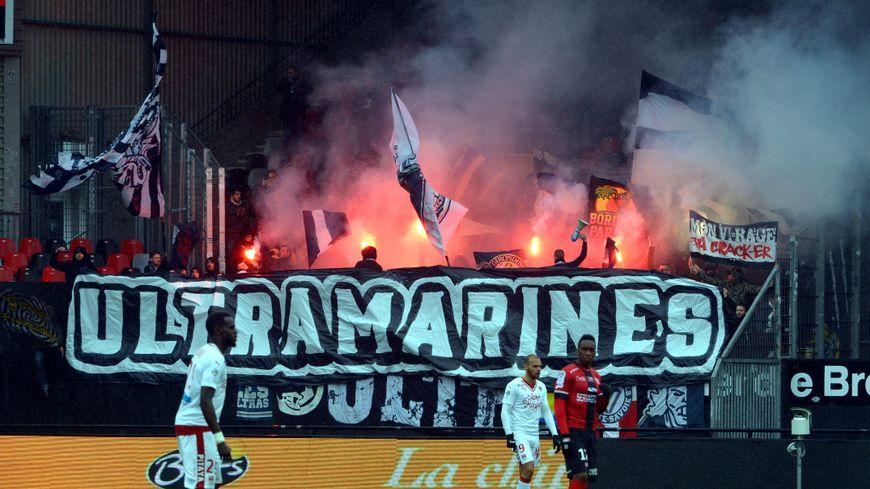 Les Ultramarines, supporters bordelais, lors du match à Guingamp.