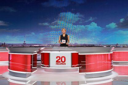 Anne-Sophie Lapix sur le plateau du JT de 20h sur France 2