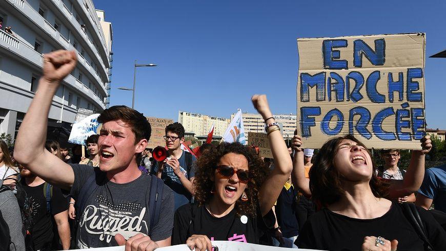 Les étudiants dans la manifestation à Marseille, ce jeudi matin.
