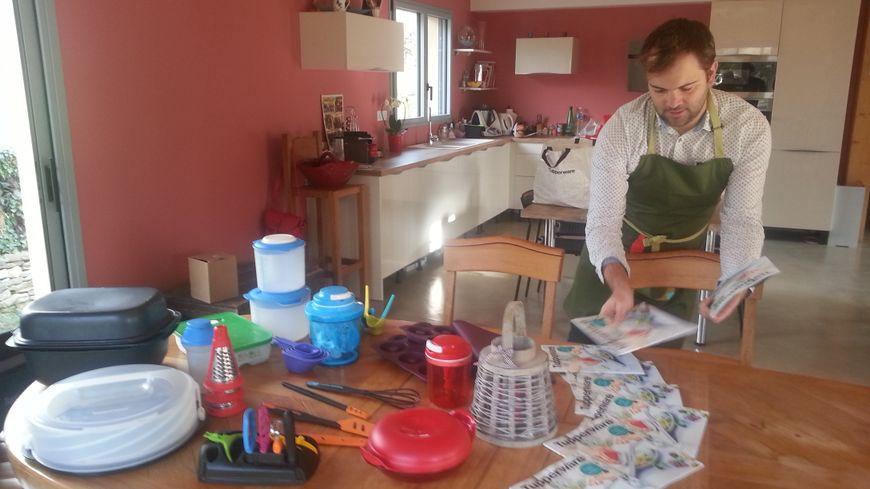 Aurélien Bulle en pleins préparatifs d'un atelier culinaire