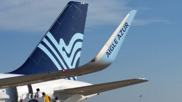 Un Airbus de la compagnie Aigle azur sur l'aéroport d'Orly.