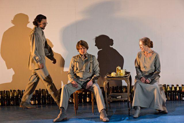 """""""Le récit d'un homme inconnu"""" de Techkov, adapté par Anatoli Vassiliev sur la scène du Théâtre National de Strasbourg."""