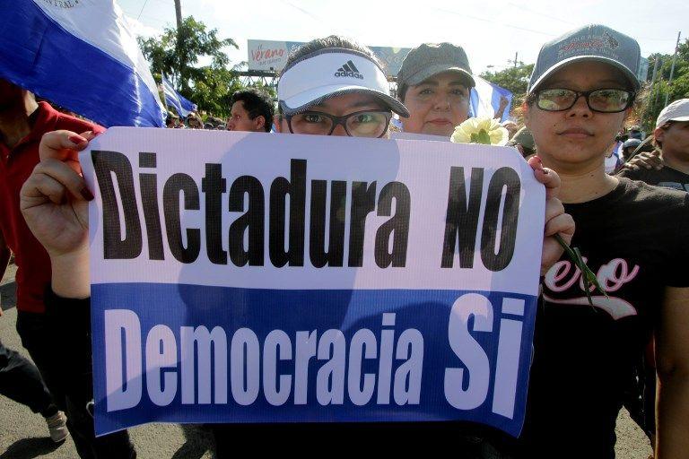 """Les multiples """"marches pour la ^paix et le dialogue"""" réclament la démission du président Daniel Ortega et de sa femme, la vice-présidente Rosario Murillo"""