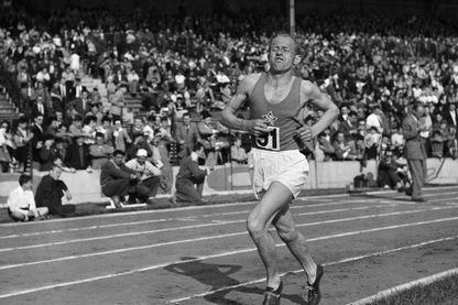 L'athlète tchèque Emil Zatopek lors d'une course de 5000 mètres.