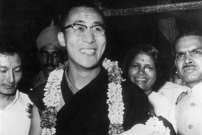 7 septembre 1959 : Le 14ème dalaï-lama, Tenzin Gyatso, souverain spirituel et temporel du Tibet, arrive à Delhi, lors de sa première visite dans la capitale indienne depuis qu'il a demandé l'asile.