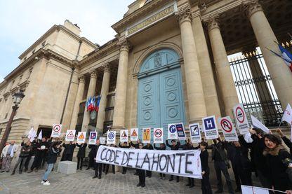 PARIS 16/04/2018 Une manifestation a eu lieu ce lundi près de l'Assemblée Nationale à propos de la loi « asile et immigration » qui sera présentée et débattue dans l'hémicycle.