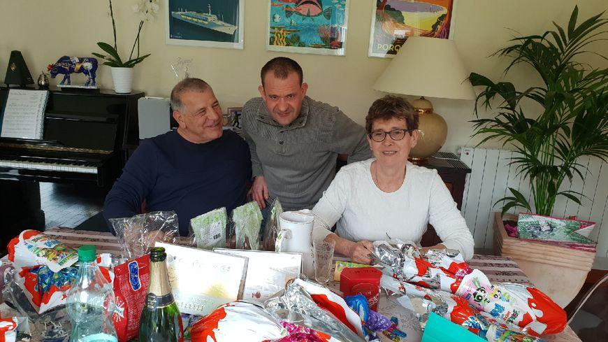 Nicolas entouré de ses parents, à Pâques