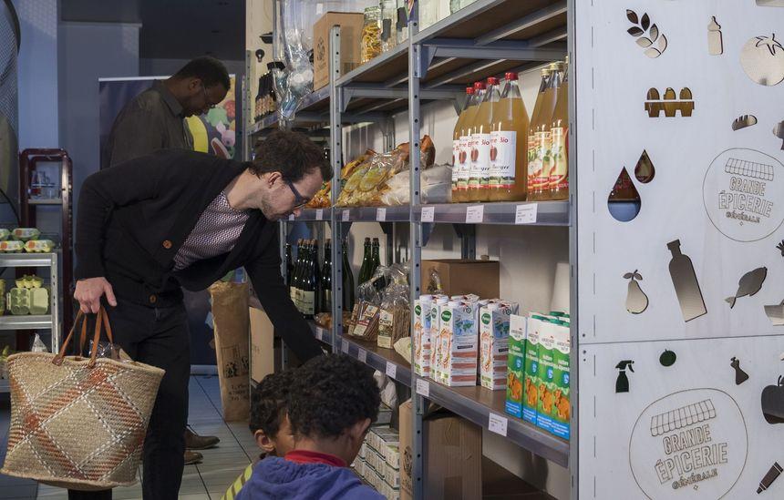 Les rayons de la Grande Épicerie Générale proposent autant que possible des produits locaux.