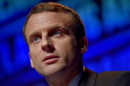 Emmanuel Macron, prononce un discours à l'issue de la réunion de l'Union des entreprises en Ille-et-Vilaine, le 8 décembre 2016 à Pace, dans l'ouest de la France.