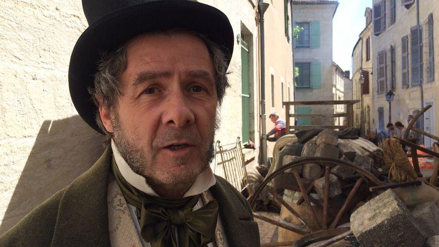Antoine Audi, figurant sur le tournage d'une série télé.