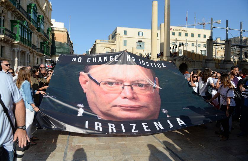 Des étudiants demandent la démission du chef de la police Lawrence Cutajar lors d'une manifestation dans la capitale, La Valette, le 22 octobre dernier