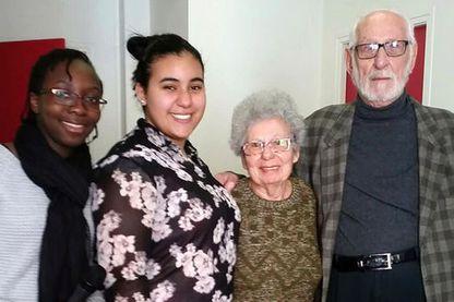 Léa et Imène, collégiennes de Saint-Denis, ont parlé d'amour avec Suzanne et Alexandre, en couple depuis 63 ans