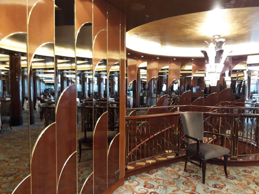 Le décor art déco d'un des 5 restaurants à bord