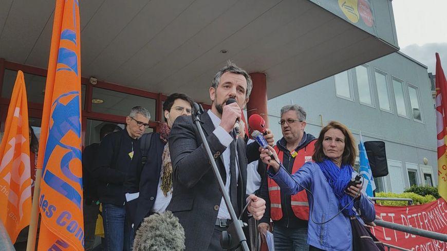 """""""Je tiens au service public, c'est grâce à lui que j'ai pu réussir"""" a lancé le député LREM Florian Bachelier à l'adresse des cheminots réunis en assemblée générale."""