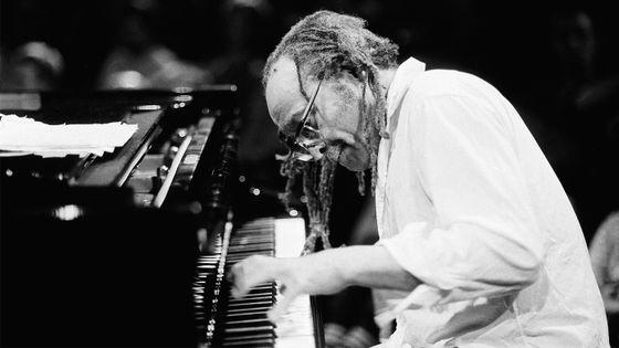 Cecil Taylor en concert à Amsterdam, le 9 août 1990.